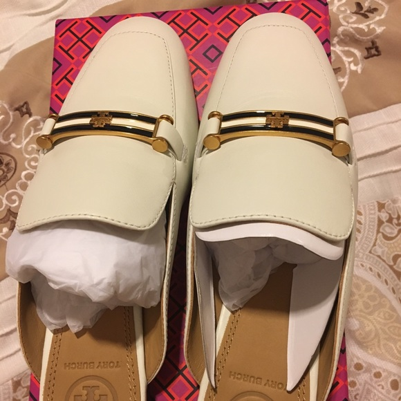 ca5c0545b Tory Burch Amelia White Bit Loafer Women s Sz 6. M 5c2ed37a3c9844e2cd1ce2d3